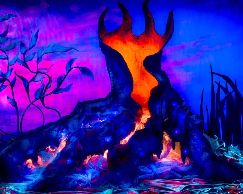 Vurige lavastroom uit oude eik